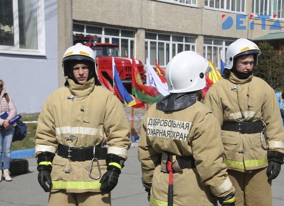 Драка и пожар: Киоск с шаурмой пылает в приморском городе