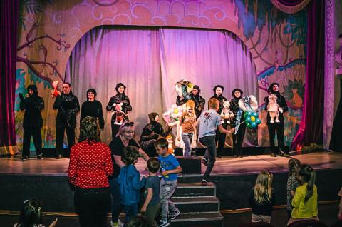 Сказку о героическом маленьком мангусте поставили в Приморском театре кукол