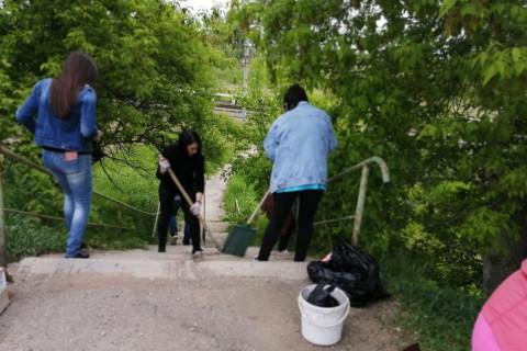 Жители Уссурийска провели субботник в районе станции «Сахпоселок»