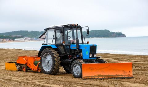 Популярный пляж Владивостока активно готовят к пику пляжного сезона