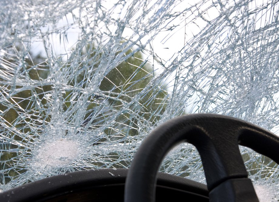 Пьяный водитель отправил женщину с двумя малышами в больницу в Приморье