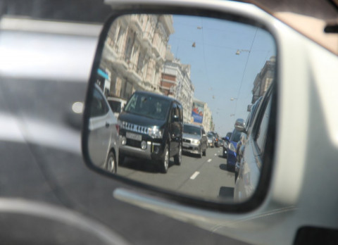 Похититель зеркал «работал» в темных местах в Приморье