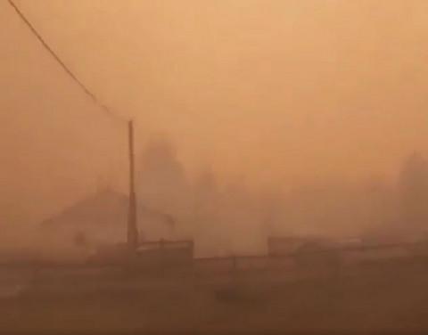В ДФО лесной пожар подбирается к нефтебазе