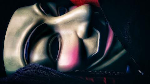 """""""Вы поплатитесь за свой цинизм"""": неизвестный в маске анонимуса запугивает сахалинских чиновников"""