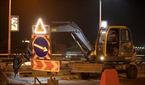 Часть Некрасовского путепровода заасфальтировали ночью