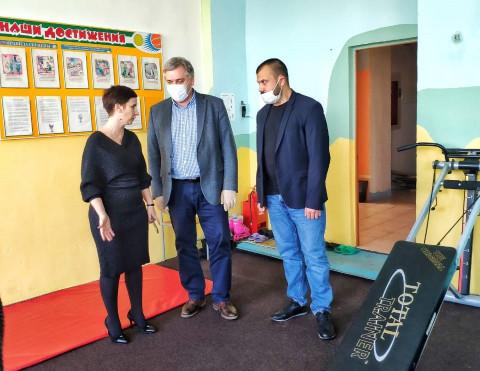 «Восточный Порт» передал детскому дому Находки спортивные тренажёры