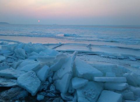 Первые жертвы тонкого льда появились в Приморье