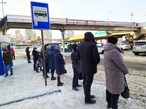 Ссора на автобусной остановке закончилась поножовщиной в Приморье