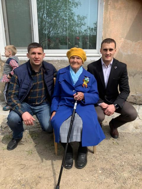 Кикбоксеры Приморья поздравили ветерана ВОВ