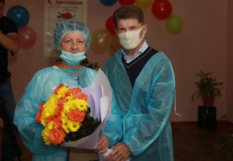 Губернатор Приморья поздравил социальных работников края с праздником