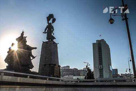 Жители требуют снести торговый центр во Владивостоке