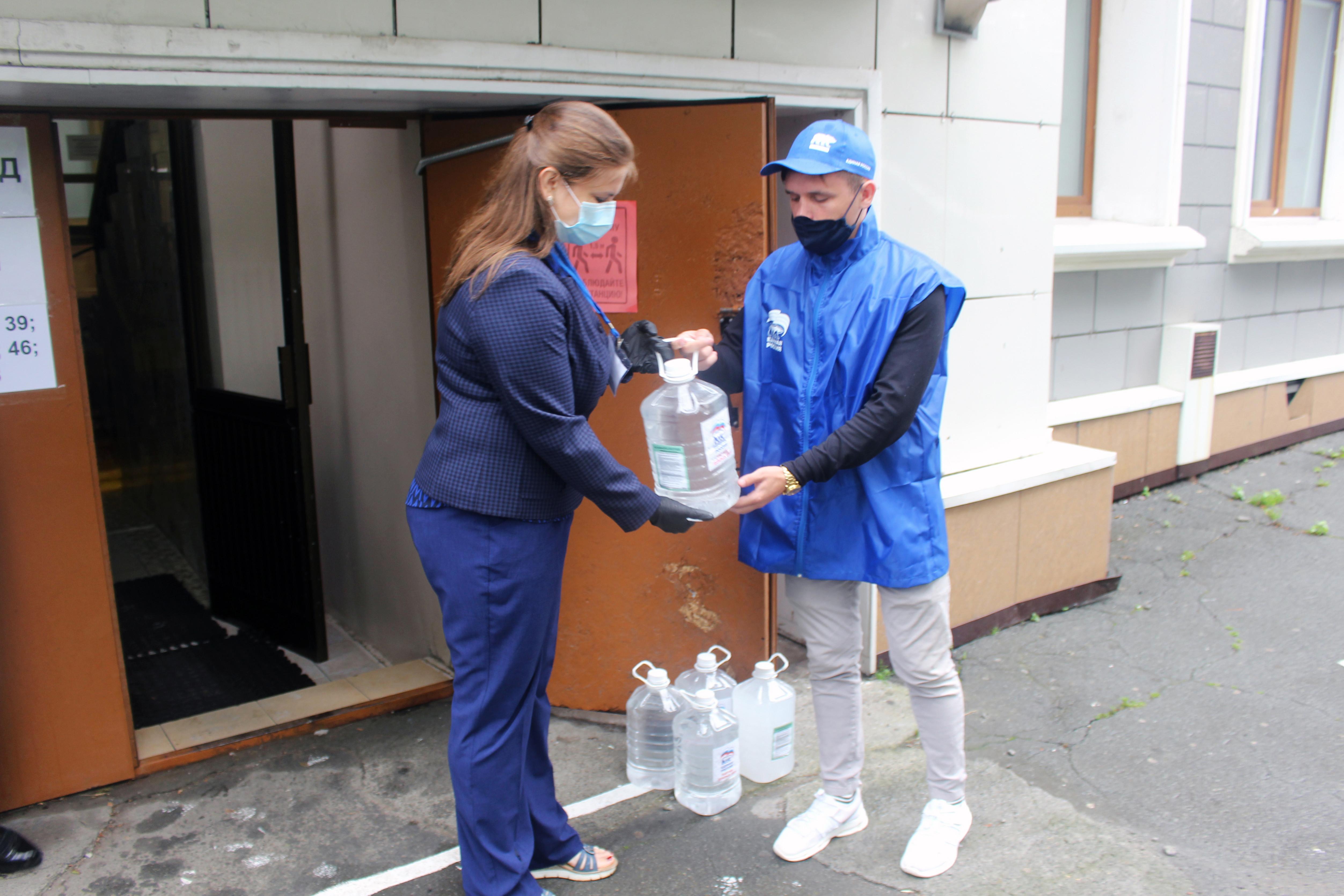 В Приморье Партия помогает держать под контролем соблюдение санитарно-эпидемиологических норм в ходе ЕГЭ