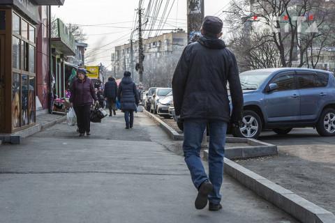 Пять автомобилей-ларьков эвакуировали с улицы Русской