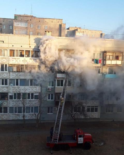 Пожарные чудом спасли ребенка из огня в Приморье