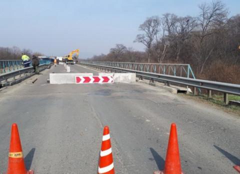 Мост в Приморье сделали аварийным за ночь