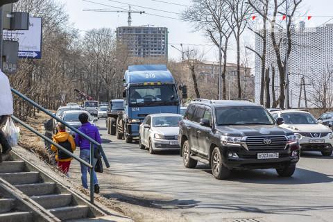 Владивостокцы встали в праздничные пробки