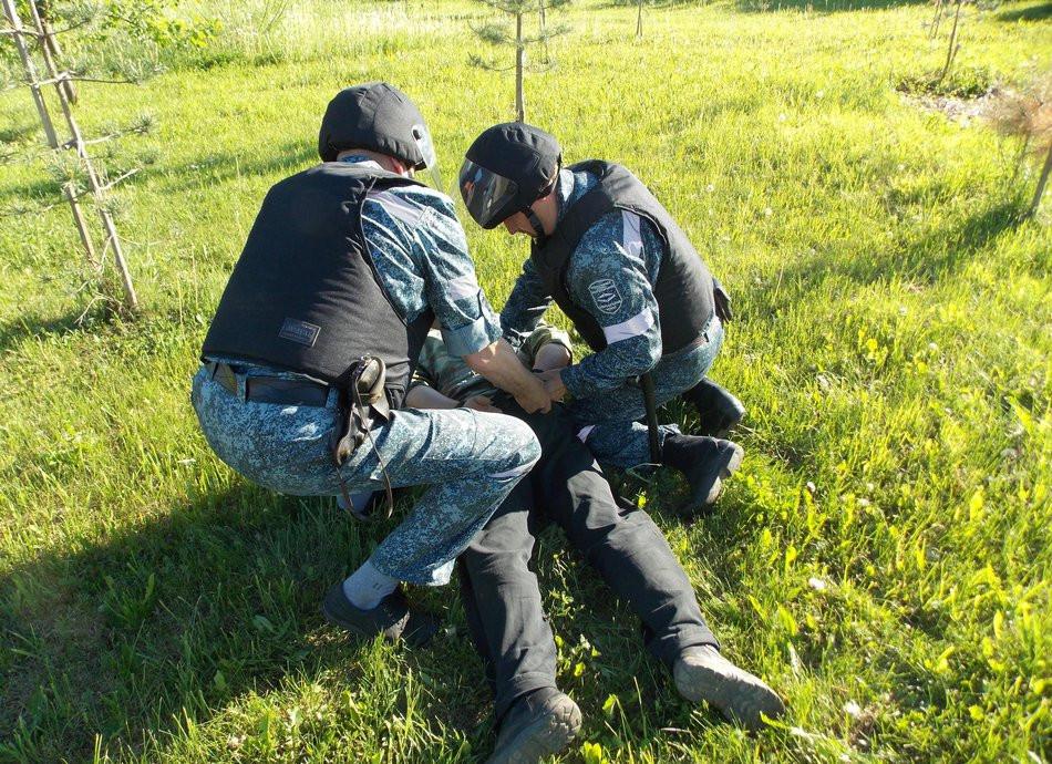 Полицейские пытали мужчину электрошокером за имущество РЖД