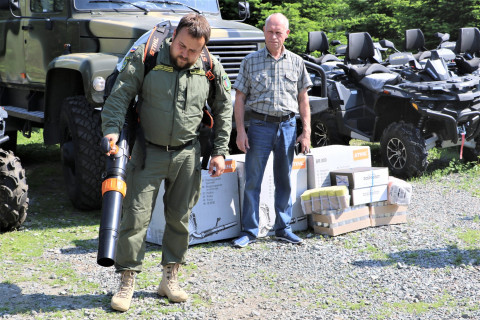 Находкинский завод поддержал лесных пожарных новой техникой