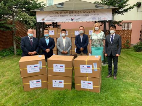 Приморским городам передали защитные маски из Кореи