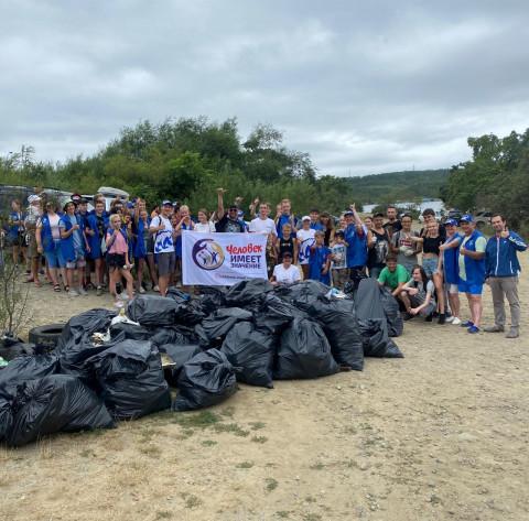 Экоактивисты очистили от мусора побережье бухты Парис