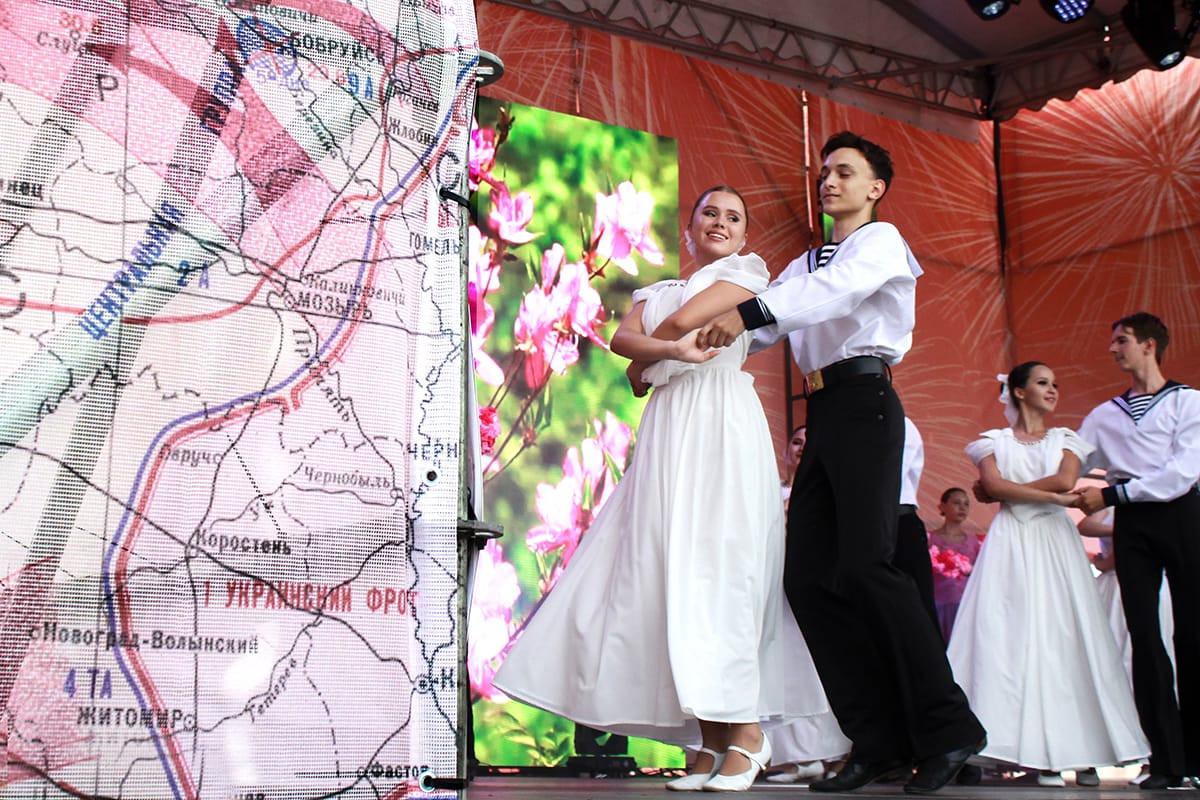 Два фестиваля собрали творческие коллективы двух федеральных округов(фоторепортаж)
