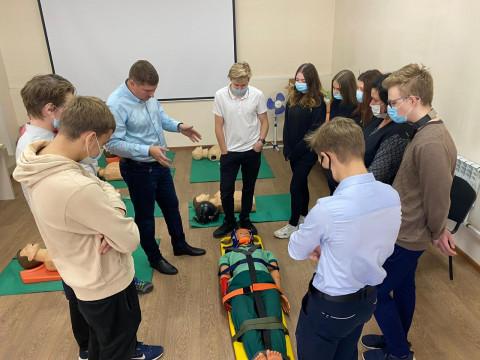 Школьников Владивостока познакомили с работой Скорой медицинской помощи