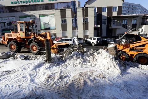 Более 2,5 тысяч кубометров снега и льда вывезли с улиц Владивостока