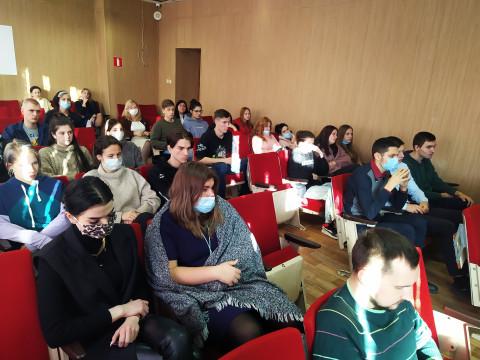 Студенты Владивостока вспомнили о правилах поведения на дороге