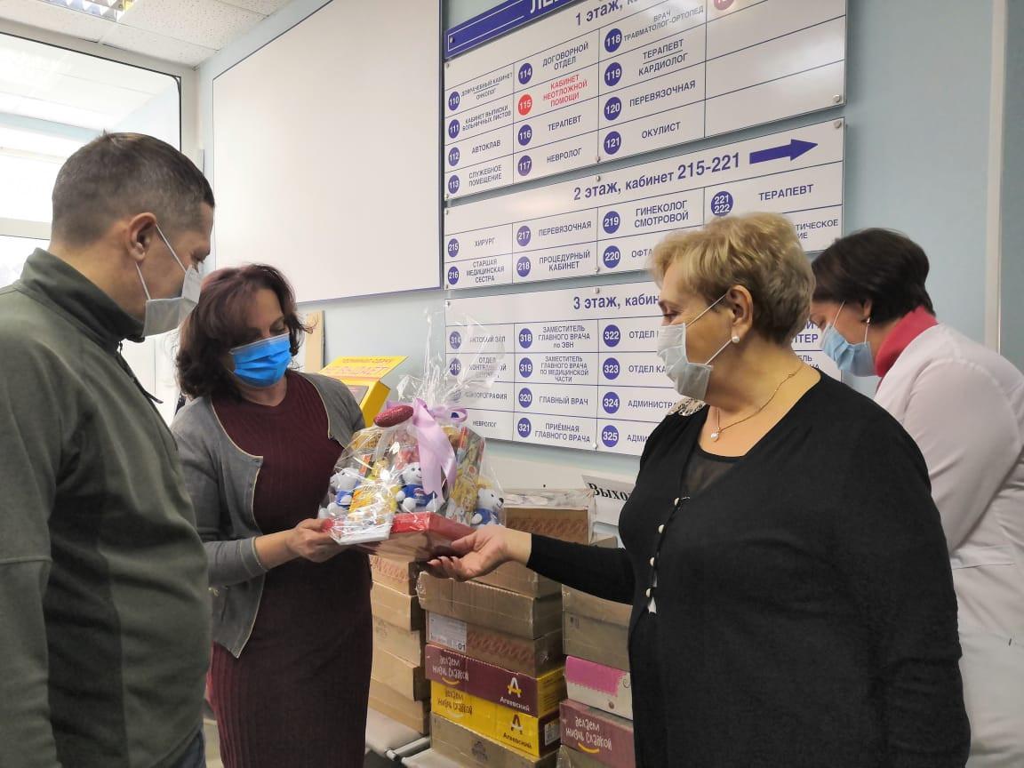 Помощь врачам Владивостока в новогодние дни оказала «Единая Россия»