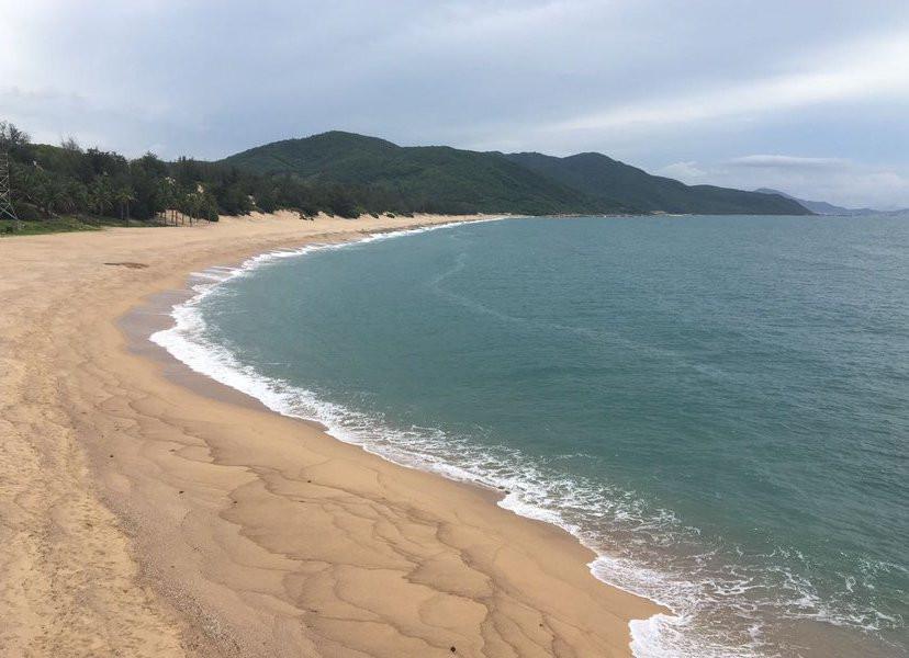 «Жить невыносимо»: приморцы требуют закрыть пляж