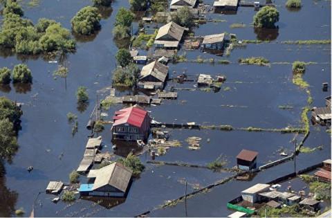 Людей эвакуируют из тонущего камчатского села