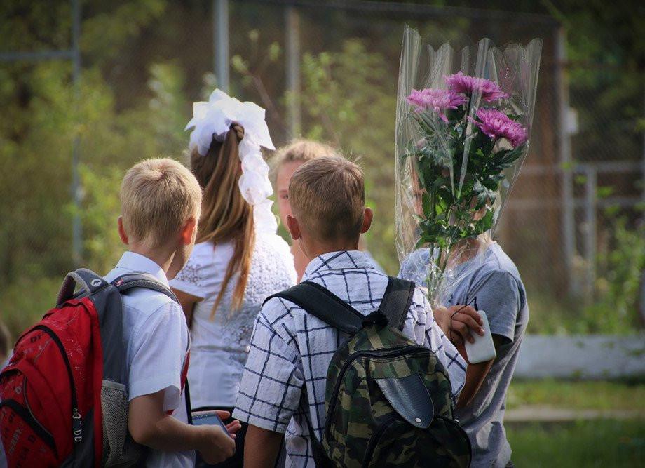 Школьные линейки могут пройти 1 сентября