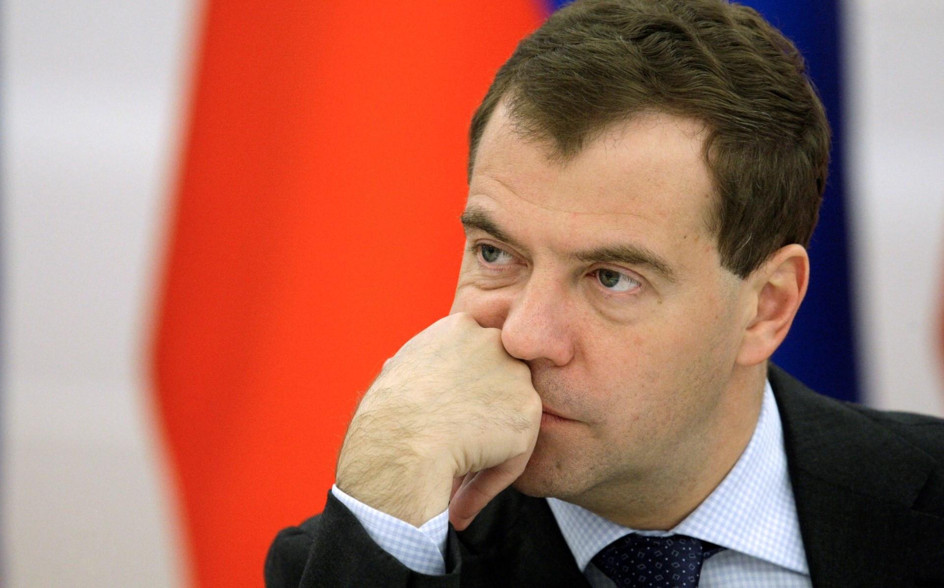 Медведев жалуется на людей и пенсионную реформу