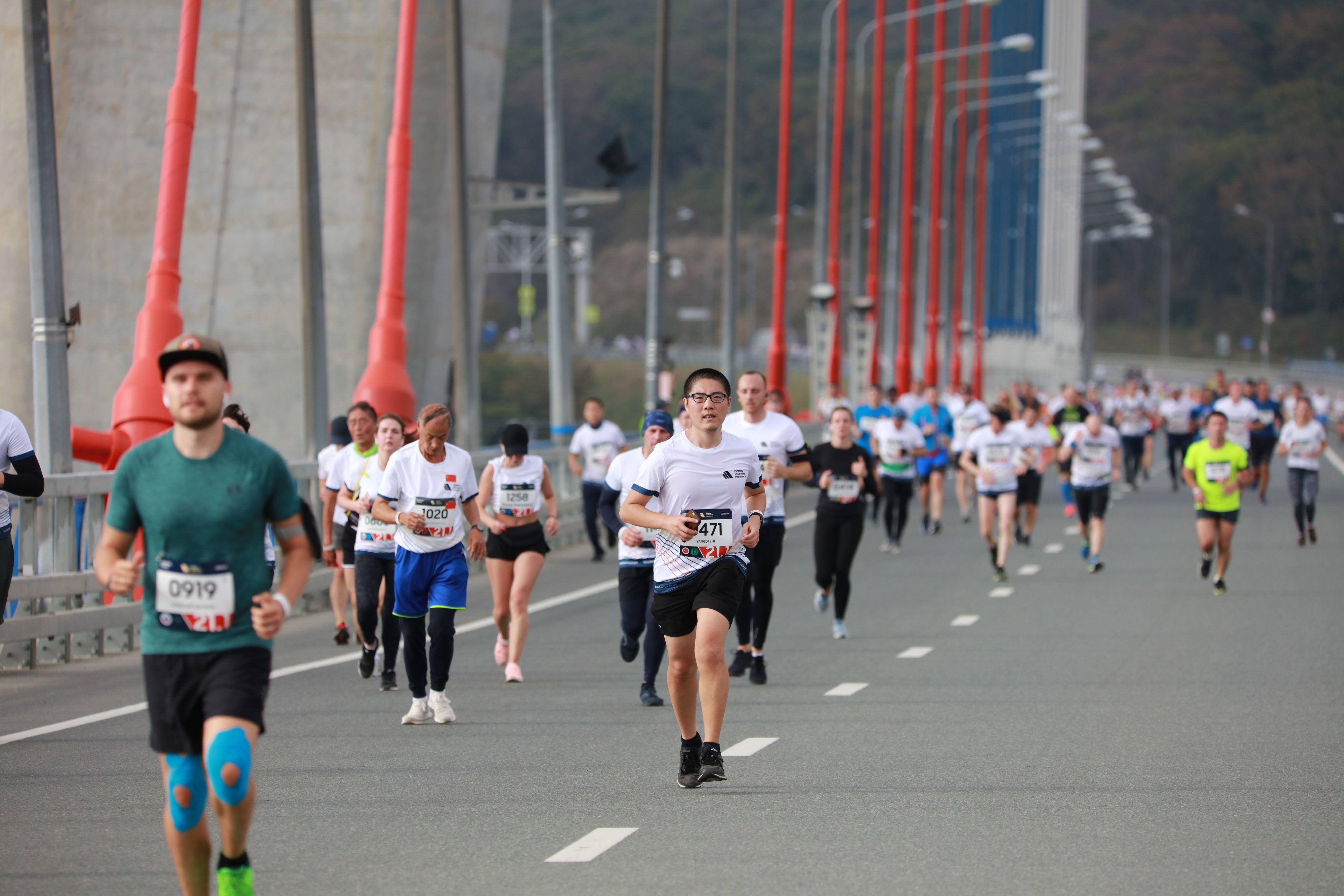 Больше тысячи бегунов опять перекроют мосты Владивостока