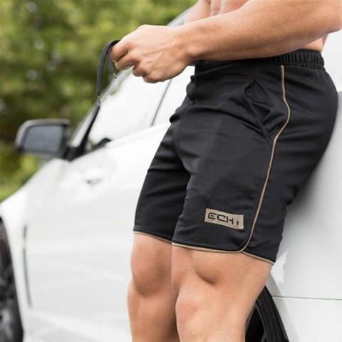 Штрафовать за голый торс и короткие штанишки предложили в Госдуме