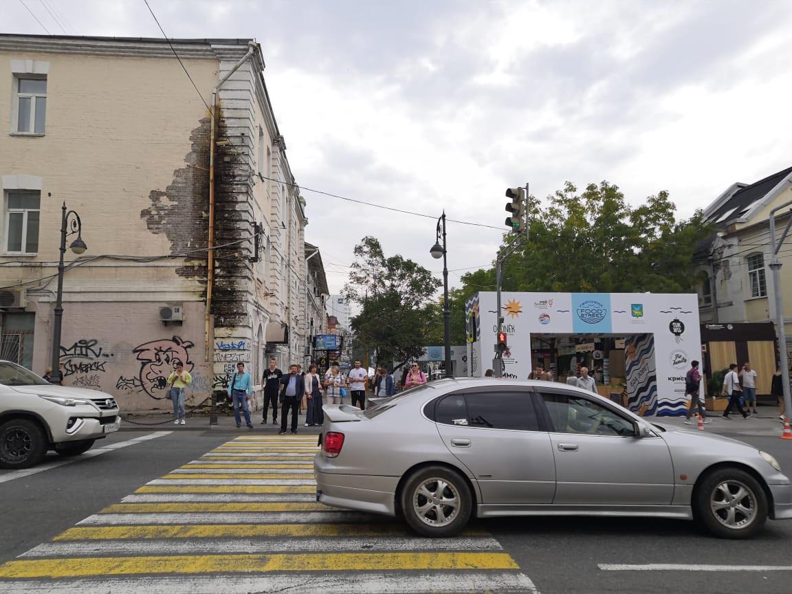 Жуткие фасады исторических зданий пугают гостей гастрофестиваля во Владивостоке