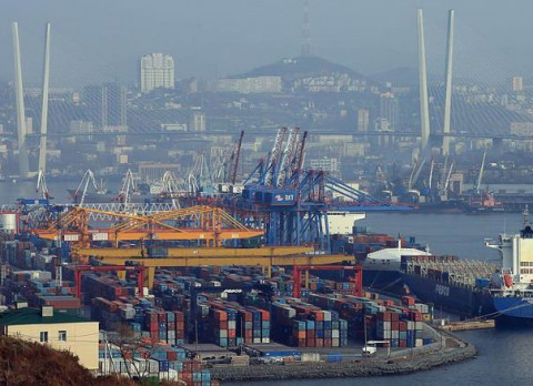 Портовикам ВМТП пообещали поднять зарплаты