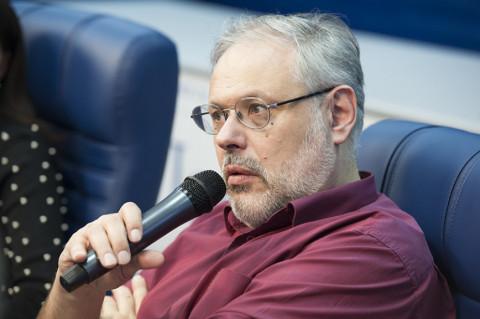 Хазин рассказал, когда Путин «вскроет» схему возврата России к СССР