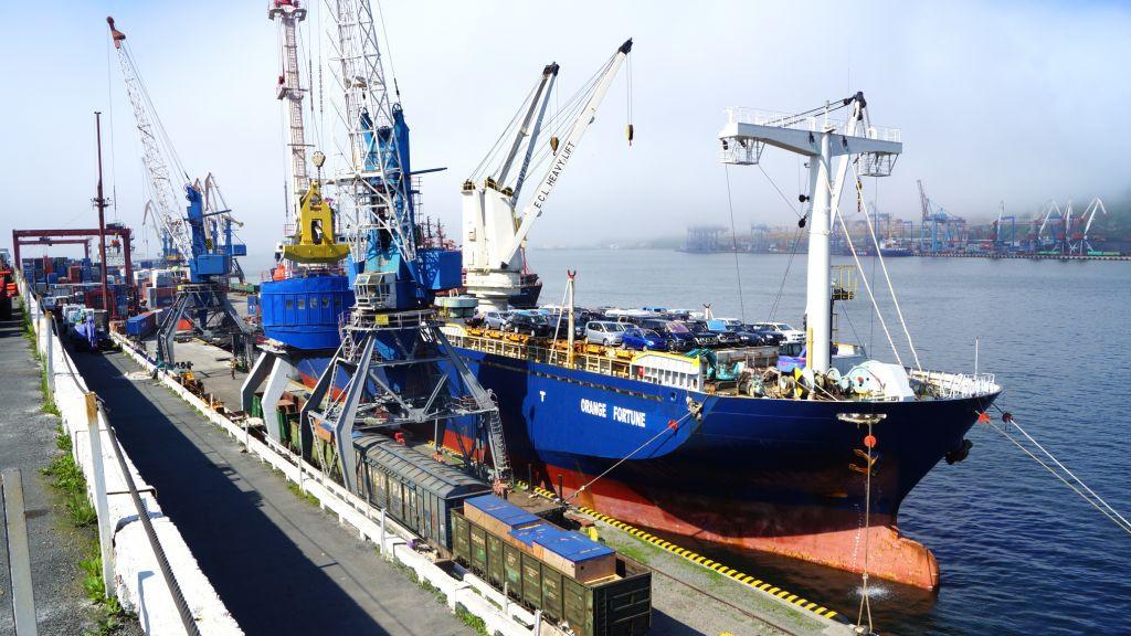 Приморские моряки не могут дождаться зарплаты