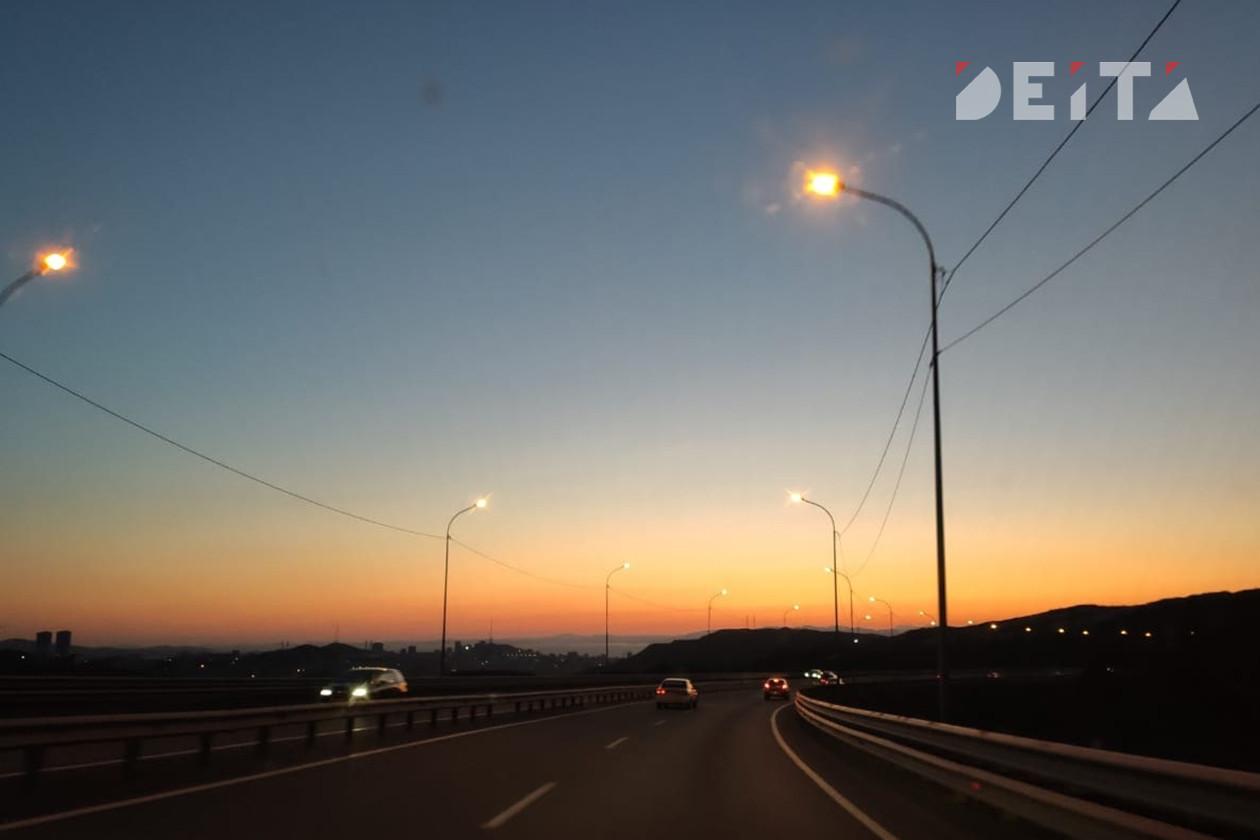 Ищите объезд: ночью в пригороде Владивостока меняют асфальт