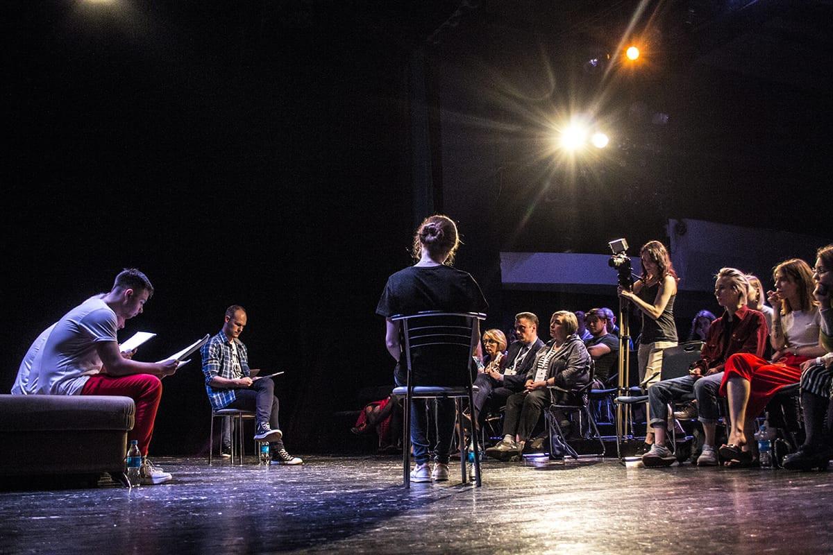 В Театральном дворике молодёжного театра прочитают пять современных пьес