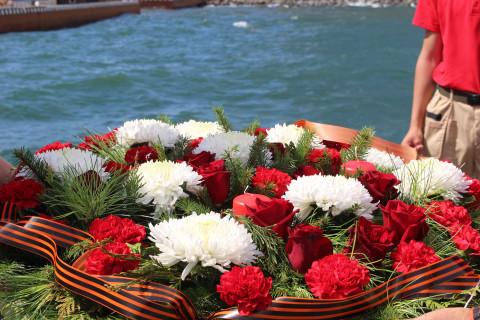 У берегов Владивостока и на мысе Сысоева почтили память трагически погибших в радиационной аварии