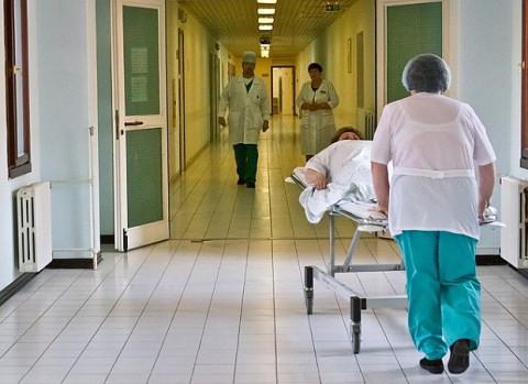 Главной хабаровской больнице не хватает санитарок