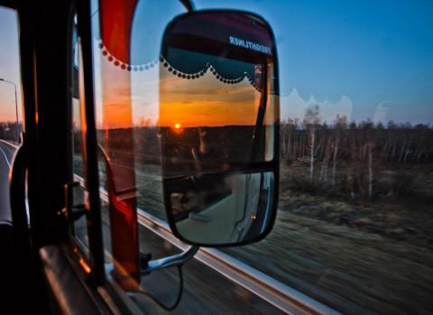 Многокилометровую пробку вызвала во Владивостоке авария с большегрузами