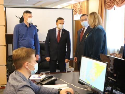 Депутаты Заксобрания проверили работу городского колл-центра по вопросам COVID-19