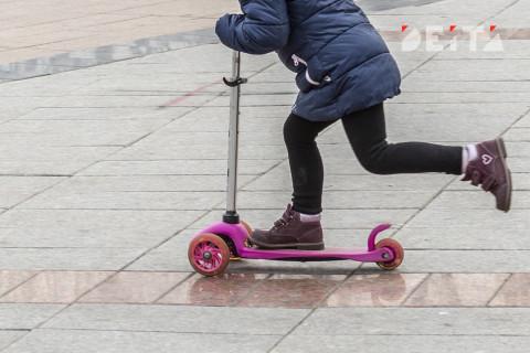 Детские пособия в 10 тысяч рублей предложили продлить в России