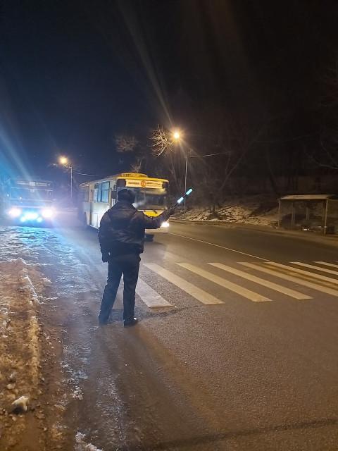 ГИБДД проверяет водителей автобусов во Владивостоке