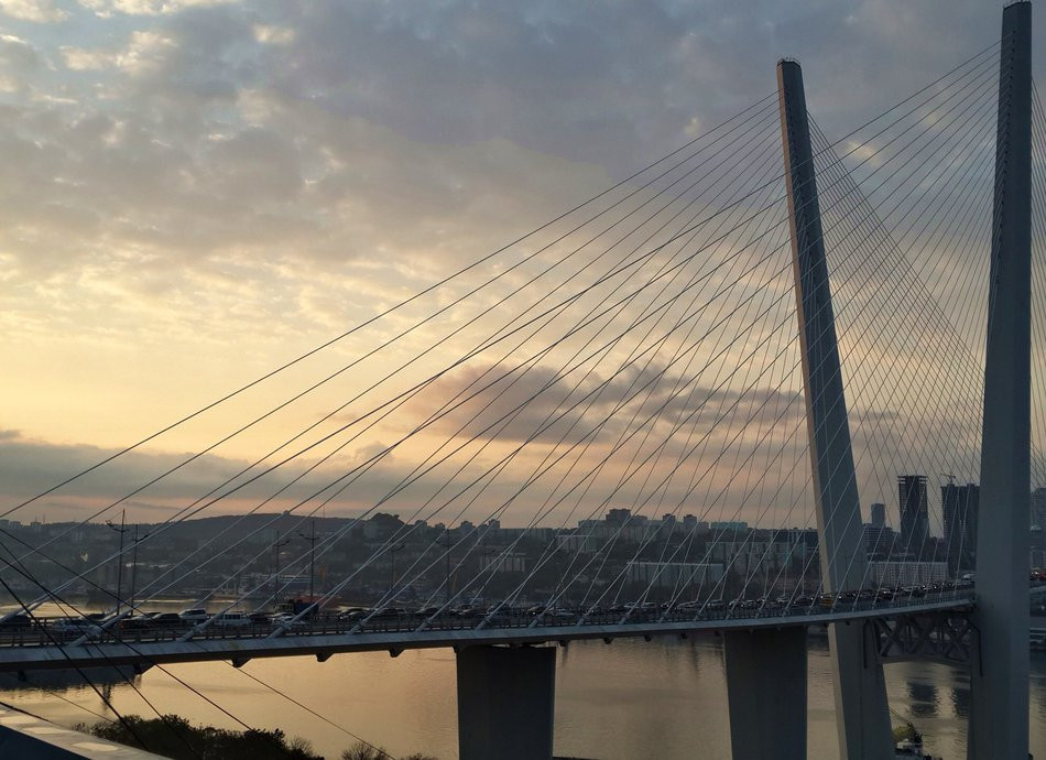 Пятничную аварию на Золотом мосту спровоцировал злостный нарушитель