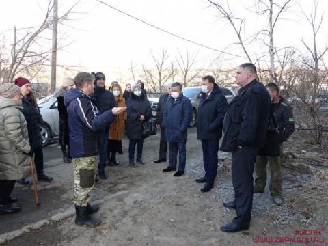 На защиту интересов жителей многоквартирного жилого дома в Артеме встал депутат