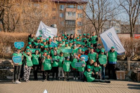 «Восточный Порт» и волонтёры провели во Врангеле «комсомольский» субботник